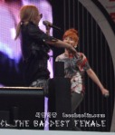 2NE1_110417_angel-price-music-feastival_14
