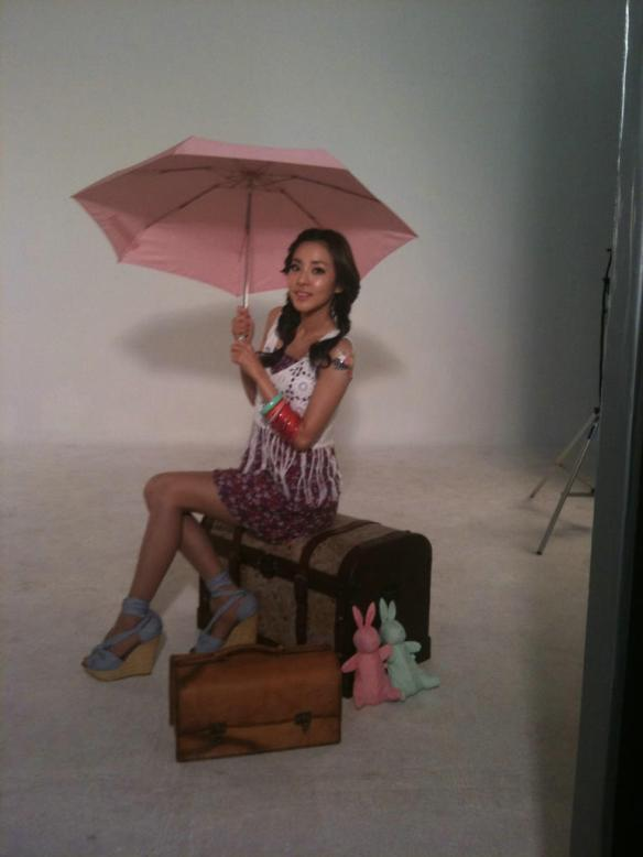 2NE1_110413_DARA_PHOTOS_ETUDEME2DAY