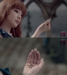 2ne1_Park_Bom_solo_Don'tCry_MV_39