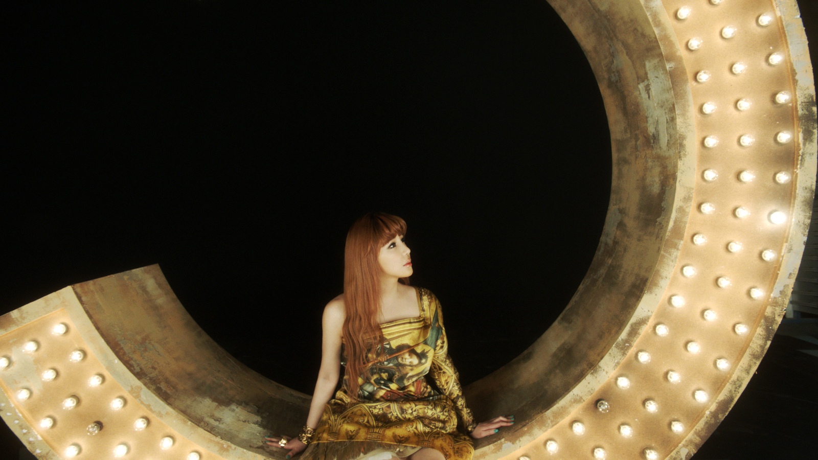 "Photos more park bom ""don't cry"""